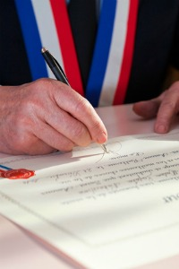 Signature maire - Crédit photo : © Christophe Fouquin - Fotolia.com